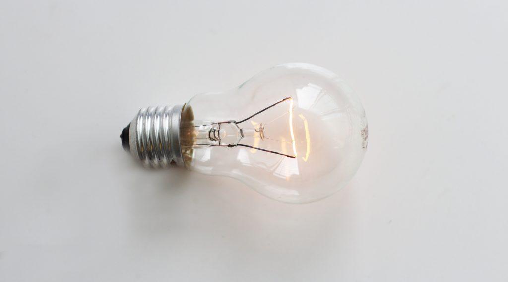 Vajon mennyi a teljesítménye egy villanykörtének?